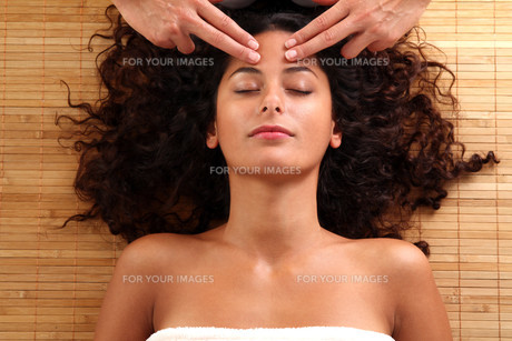 woman relaxing with a head massage FYI00705423