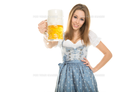 young woman in a dirndl FYI00717714