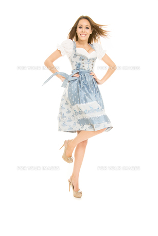 young woman in dirndl FYI00717722