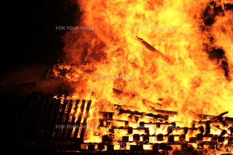 the huge fire fyi00727115 ロイヤリティフリー素材 高品質