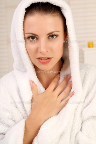 woman in bathrobe FYI00734717