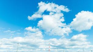 青空と赤い鉄塔 FYI00737411