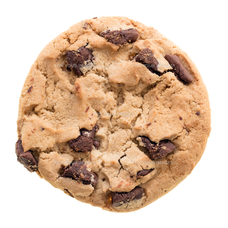 Chocolate chip cookie isolated on white background FYI00748154