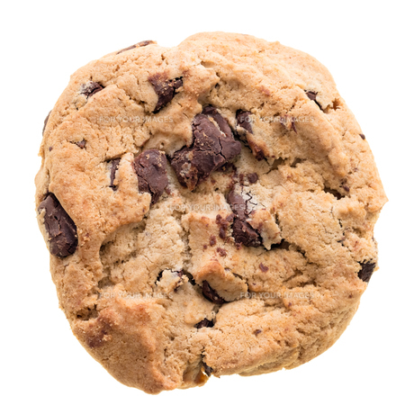 Chocolate chip cookie isolated on white background FYI00748159