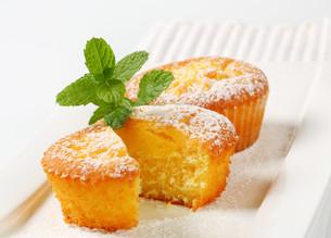 Pudding filled cupcakes FYI00756793