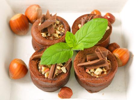 Mini chocolate hazelnut cakes FYI00756851