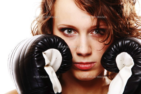 fit woman boxing - isolated over white FYI00765923
