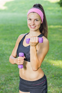 Fitness Slim Woman Training With Dumbbells FYI00776000