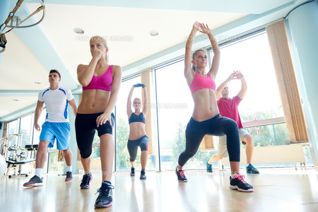 group of  people working out in a fitness gym FYI00776048