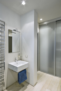 modern bathroom FYI00784444