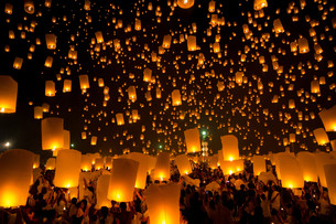 Flying Sky Lantern FYI00785665