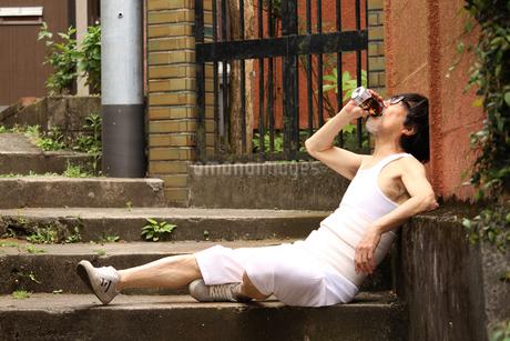 今日はとことん飲みたい気分なの。 FYI00795573