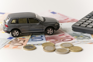 car,money and calculator FYI00814085