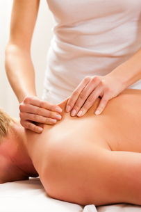 patient at the physiotherapy - massage FYI00819255