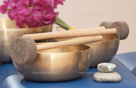 singing bowls FYI00833926