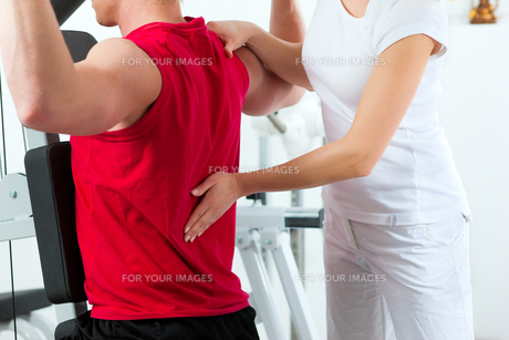 patient at the physiotherapy FYI00847063