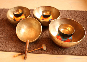 singing bowls FYI00856926