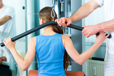patient at the physiotherapy FYI00872619