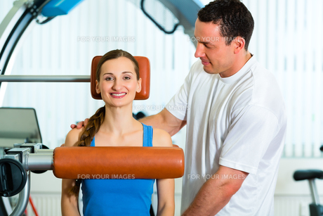 patient at the physiotherapy FYI00879921