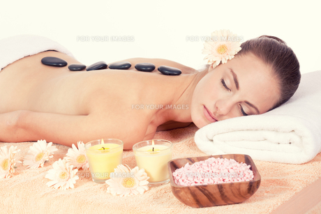young attraktve woman gets a hot stone massage FYI00880166