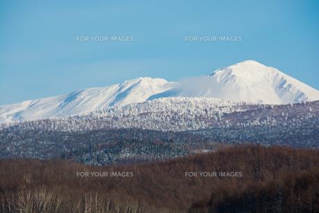 青空と雪山 FYI00885730