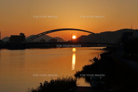 鏡川大橋と朝日(高知市) FYI00891675