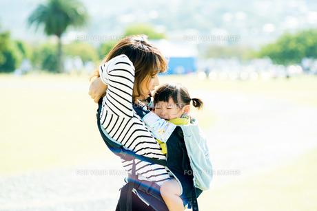 子供の泣き顔 FYI00893563