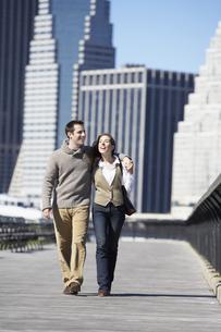 Couple walking on bridge FYI00900223