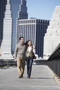Couple walking on bridge FYI00900258