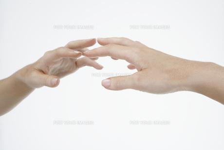 Hand touching mirror FYI00900694
