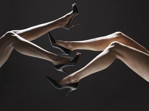 Low section of women wearing stilettos FYI00901868