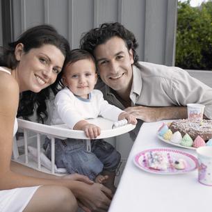Parents celebrating baby boy's birthday FYI00903144