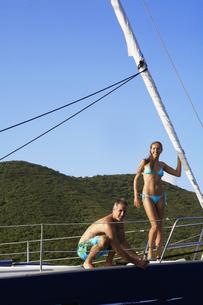 Mid adult couple on sailboat FYI00903416