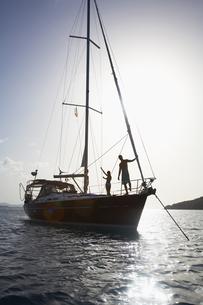 Couple on sailboat FYI00903730