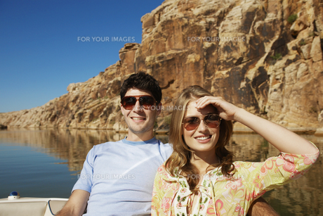 Young couple in boat FYI00903998