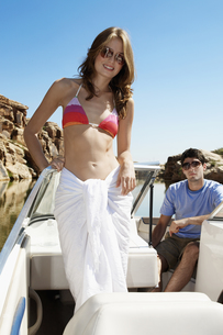 Young couple in motorboat FYI00904010