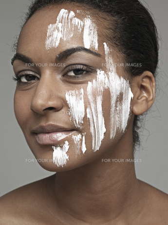 Moisturizer on young womans face FYI00904762