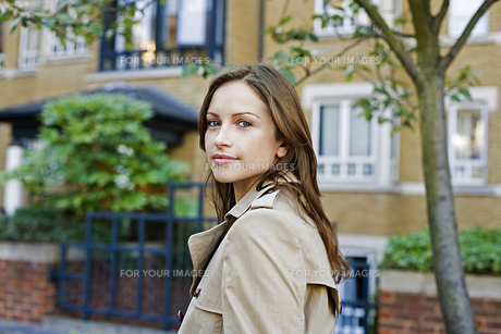 Portrait of young woman FYI00904873