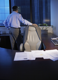 Businessman standing by desk FYI00904934