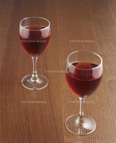 Two Glasses of Red Wineの素材 [FYI00905456]