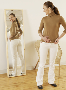 Mid-Adult Trying on Jeans FYI00906086