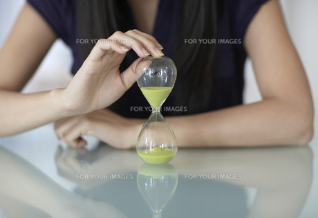 Close-Up of Mid-Adult Woman with Hourglass FYI00907006