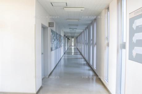 校舎の廊下 FYI00908105