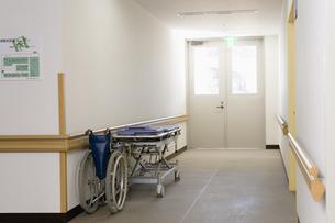 病院の廊下 FYI00908953