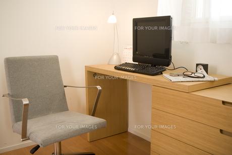 パソコンデスクと椅子 FYI00913313