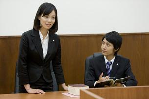 裁判中の弁護士 FYI00913624