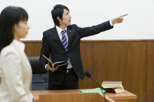 裁判官へ意義を唱える検事 FYI00913714