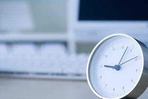 時計とパソコン FYI00913789