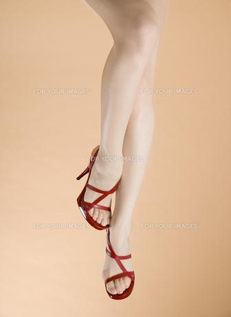サンダルの足 FYI00915372