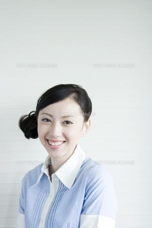 笑顔の女性 FYI00918059